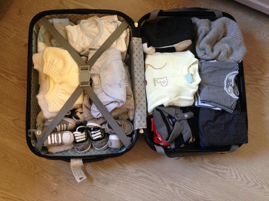 La valise maternit pour maman et b b - Couche maternite pour maman ...