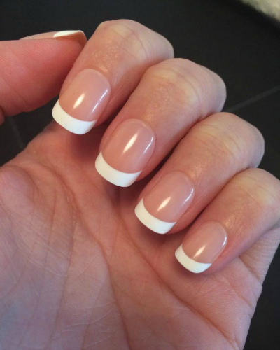 Les ongles américains sont de faux ongles constitués de Gel UV qui durcit sous les UV d'une lampe spécialisée. Cette technique est très utilisée en France dans de nombreux instituts. Il y a également beaucoup de prothésistes ongulaires se déplaçant à domicile pour arranger leur clientèle.
