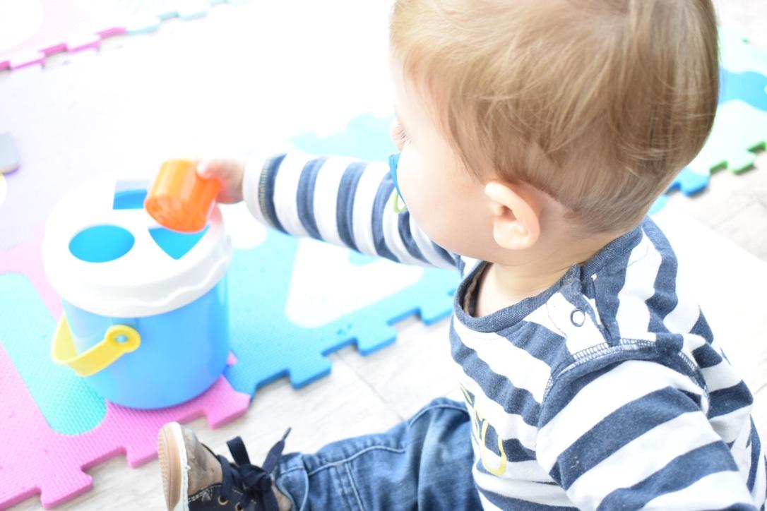 quelles activit s avec un b b de 15 mois enfants jeux. Black Bedroom Furniture Sets. Home Design Ideas