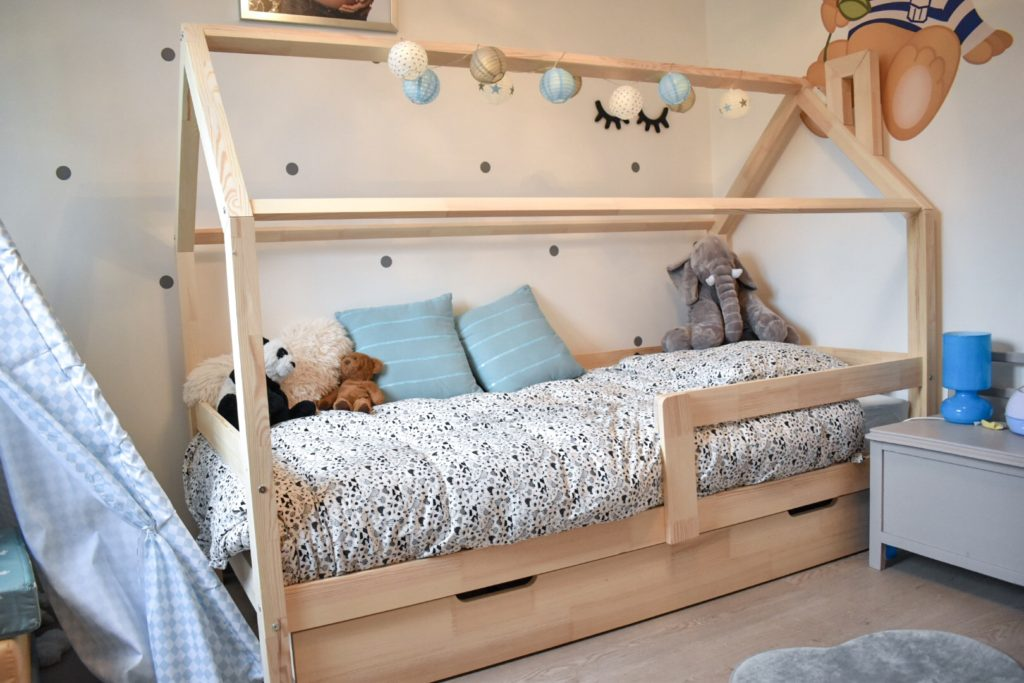 quel est le bon moment pour passer au lit de grand enfant b b. Black Bedroom Furniture Sets. Home Design Ideas