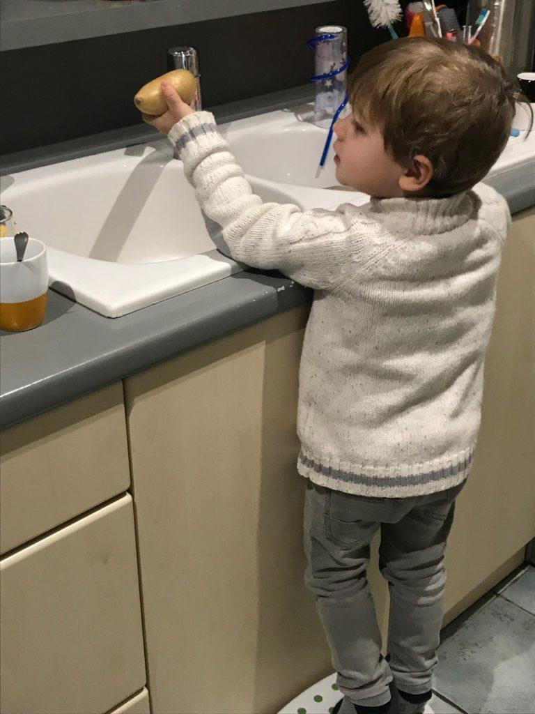 Cuisiner ludique avec ces enfants les pommes de terre l emporte pi ce - Cuisiner avec son enfant ...